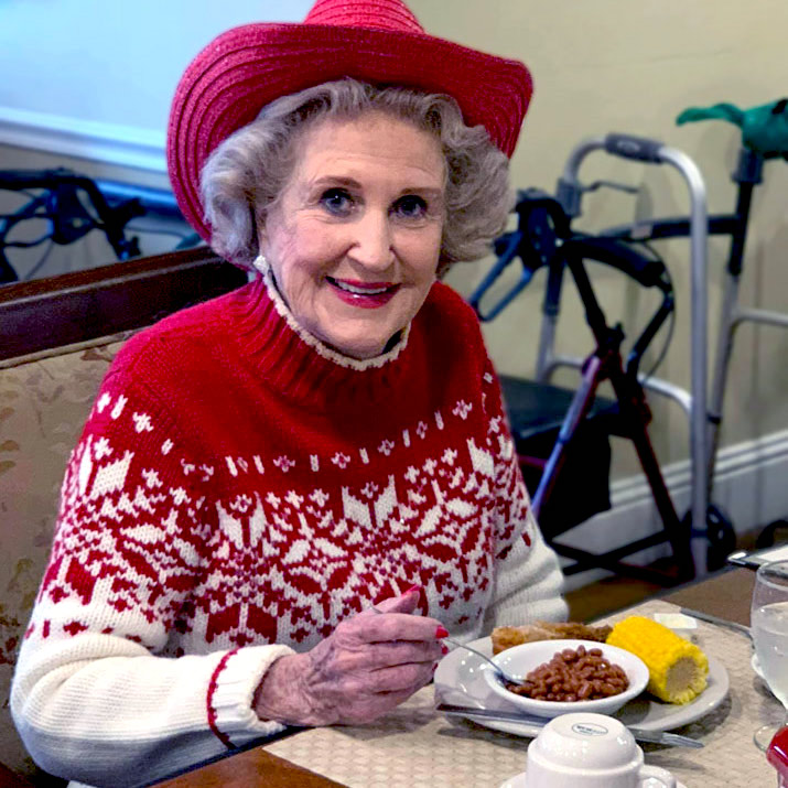 Senior living resident dining at Madison at Oviedo