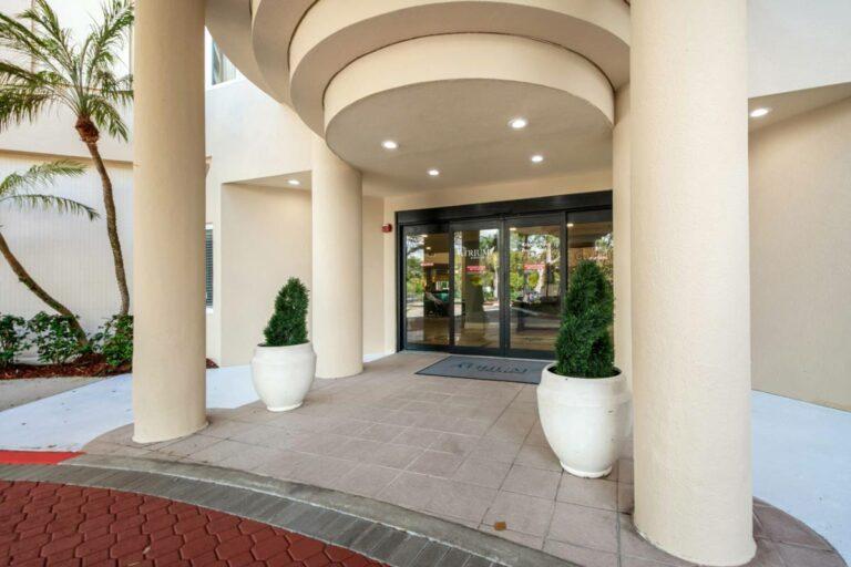 The Atrium at Boca Raton | Outdoor Entrance