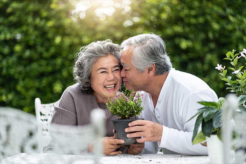 Atlas Senior Living | Senior couple smiling